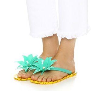 Kate spade flyn pineapple fun flip flops Size 8